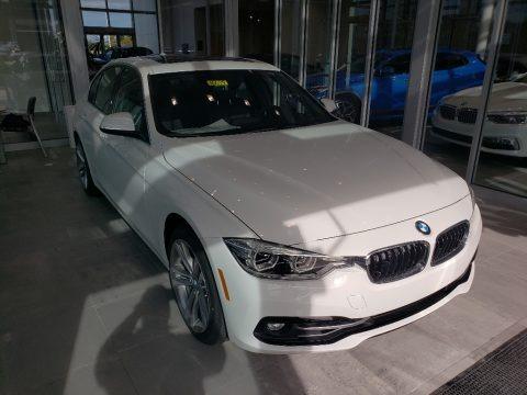 Alpine White 2018 BMW 3 Series 330i xDrive Sedan