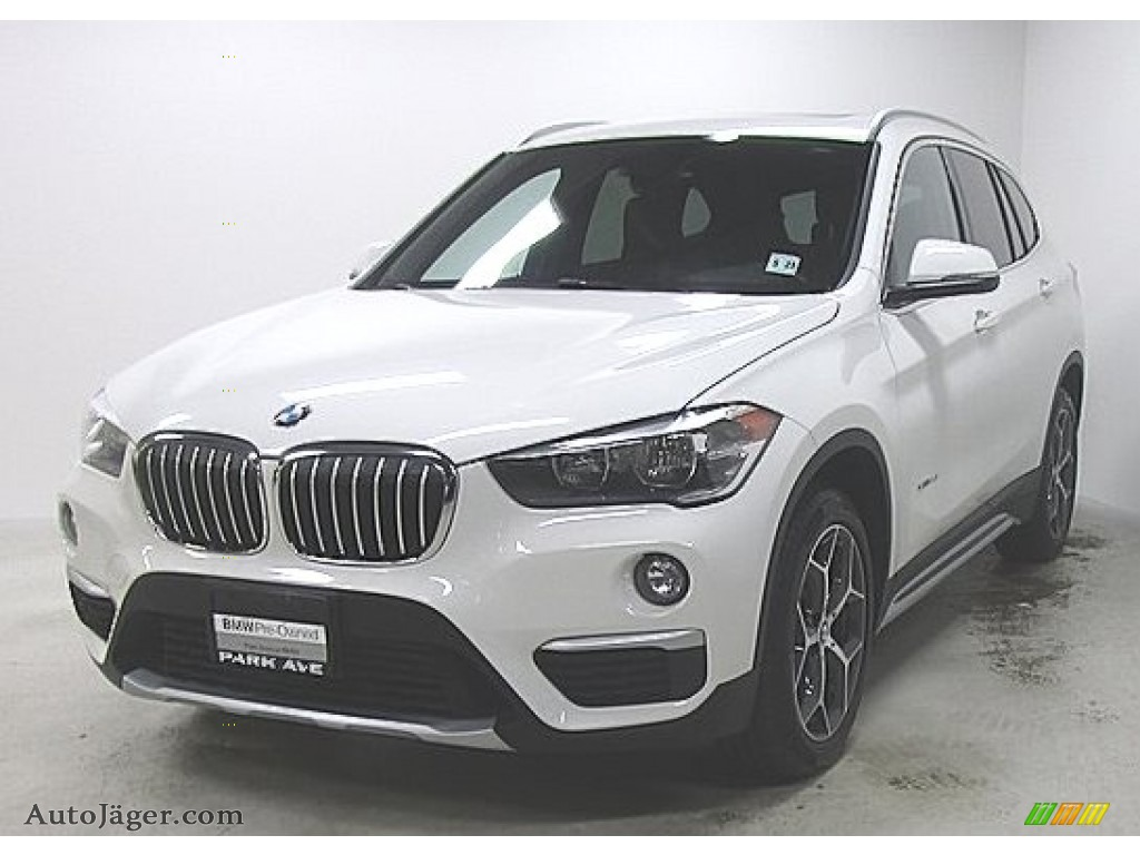 2018 X1 xDrive28i - Alpine White / Black photo #1