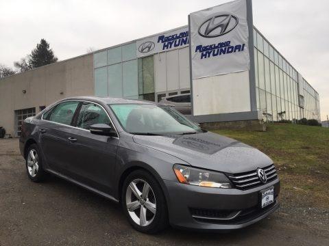 Platinum Gray Metallic 2013 Volkswagen Passat 2.5L SE