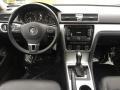 Volkswagen Passat 2.5L SE Platinum Gray Metallic photo #11