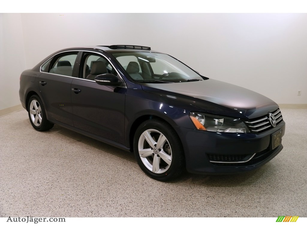 2012 Passat 2.5L SE - Night Blue Metallic / Moonrock Gray photo #1