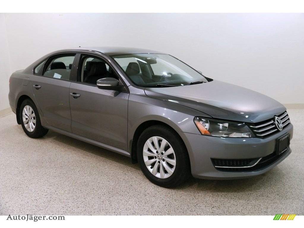 2015 Passat S Sedan - Platinum Gray Metallic / Titan Black photo #1