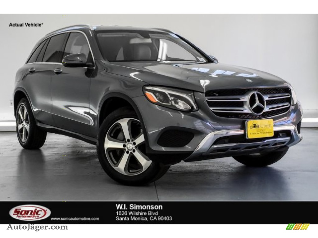 Selenite Grey Metallic / Silk Beige/Black Mercedes-Benz GLC 300