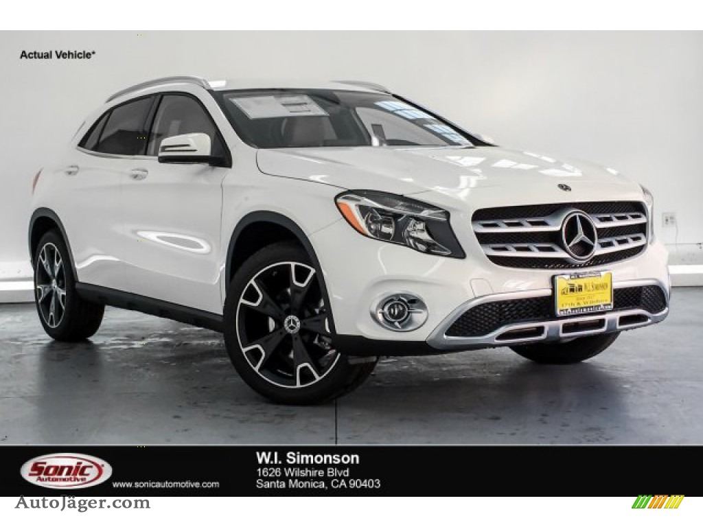 2019 GLA 250 - Polar White / Sahara Beige photo #1
