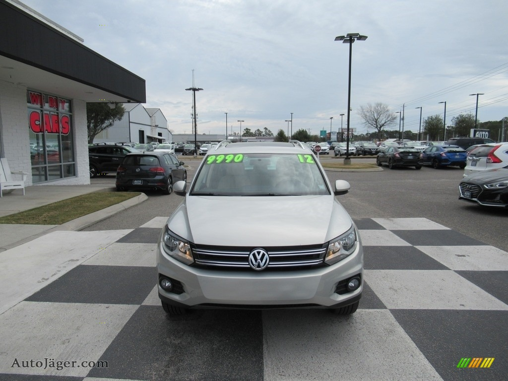2012 Tiguan SE - Reflex Silver Metallic / Beige photo #2