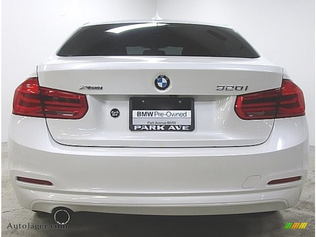 2018 3 Series 320i xDrive Sedan - Mineral White Metallic / Black photo #1