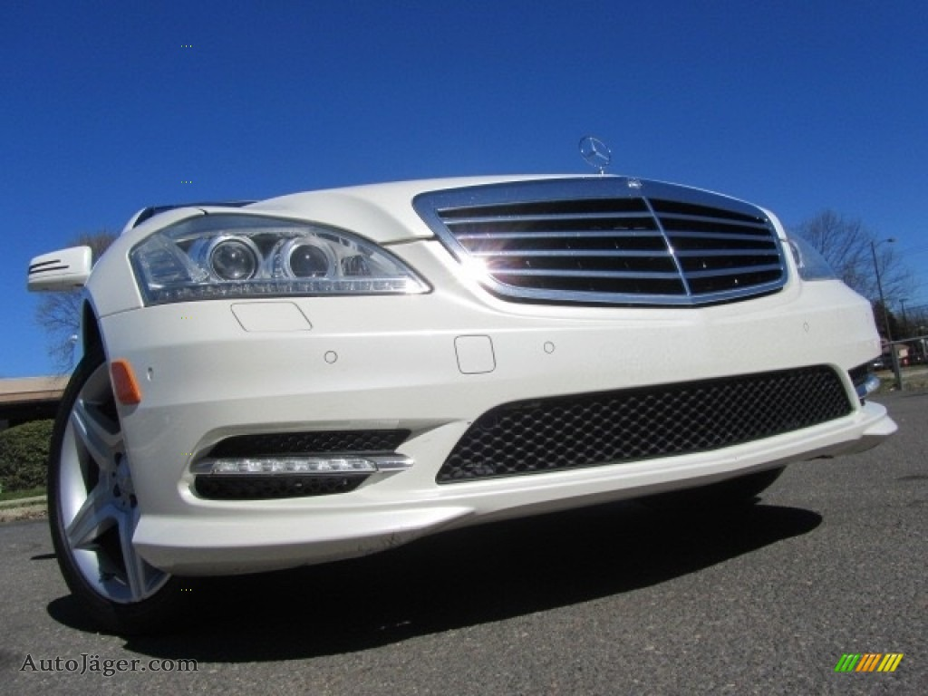 Diamond White Metallic / Cashmere/Savanna Mercedes-Benz S 550 Sedan