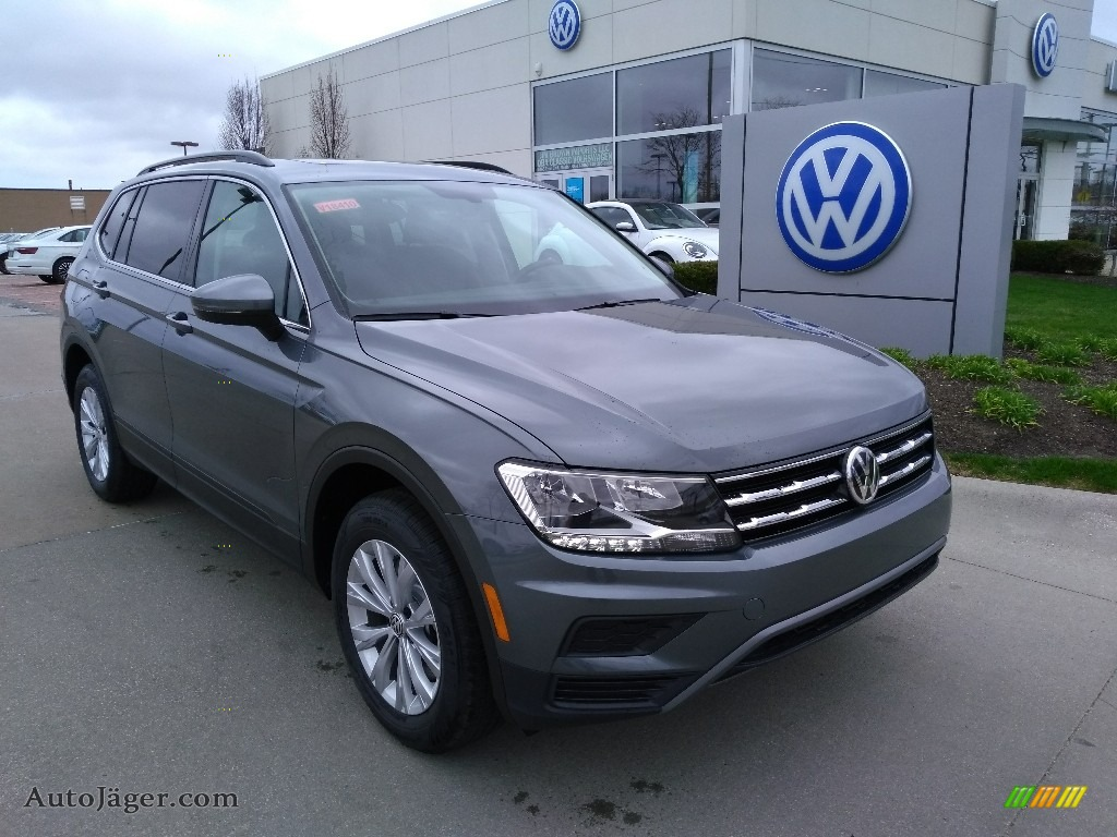 2019 Tiguan SE 4MOTION - Platinum Gray Metallic / Titan Black photo #1