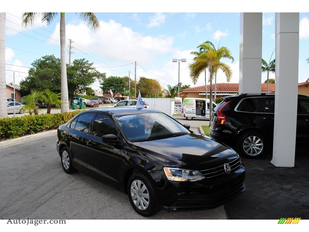 Black / Titan Black Volkswagen Jetta S
