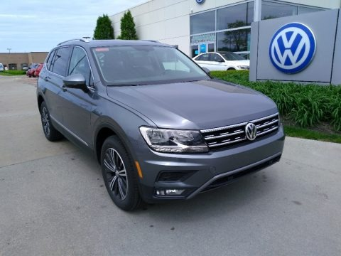 Platinum Gray Metallic 2019 Volkswagen Tiguan SEL 4MOTION