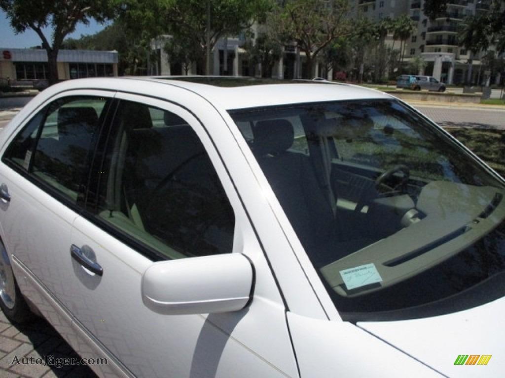 1997 E 420 Sedan - Polar White / Parchment photo #55