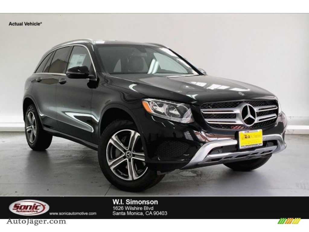 Black / Black Mercedes-Benz GLC 300