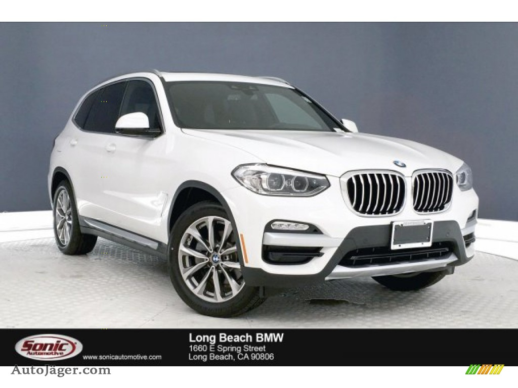 Alpine White / Black BMW X3 sDrive30i