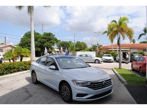 White Silver Metallic 2019 Volkswagen Jetta SE