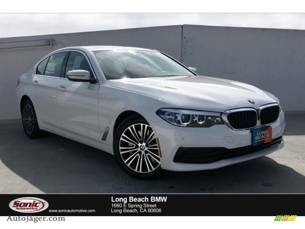 Alpine White / Black BMW 5 Series 530i Sedan