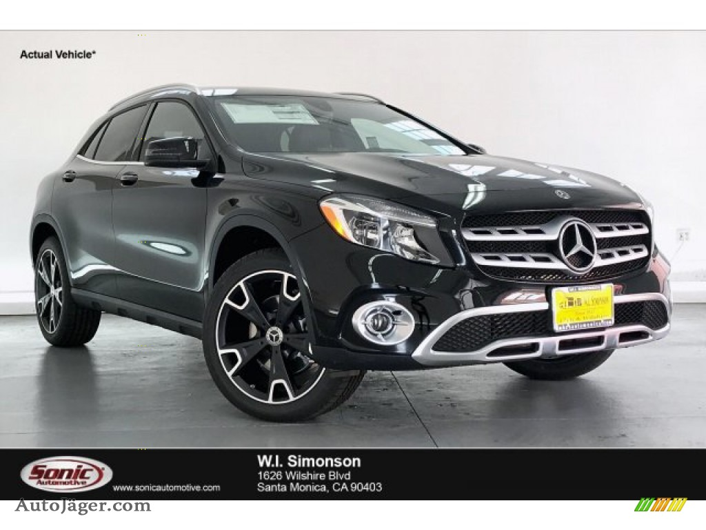 Night Black / Black Mercedes-Benz GLA 250