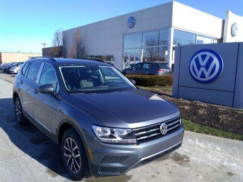 Platinum Gray Metallic 2020 Volkswagen Tiguan SE 4MOTION