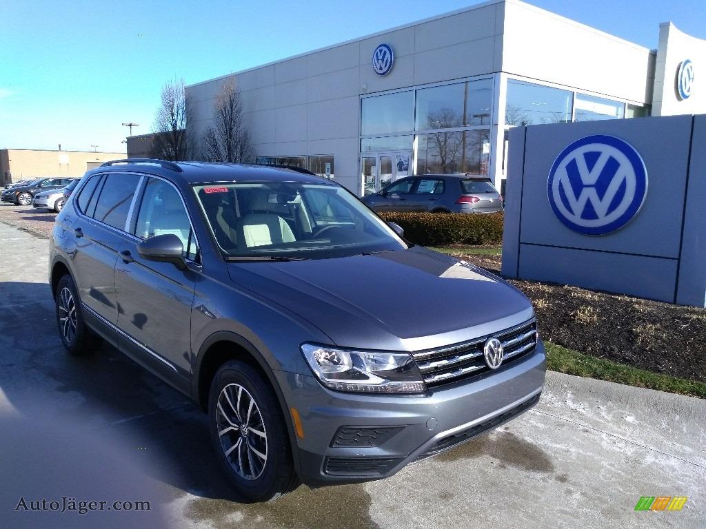 Platinum Gray Metallic / Storm Gray Volkswagen Tiguan SE 4MOTION