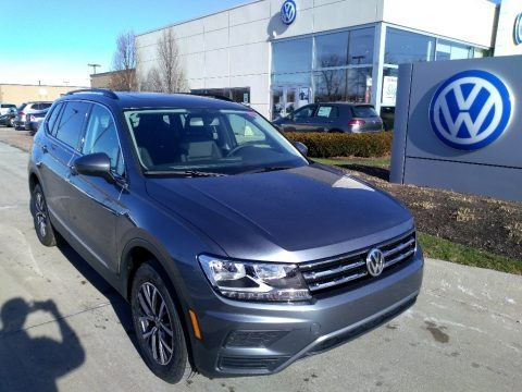 Platinum Gray Metallic 2020 Volkswagen Tiguan SE 4MOTION