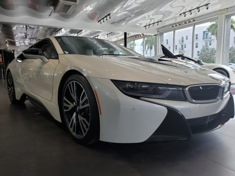 Crystal White Pearl Metallic 2015 BMW i8 Giga World