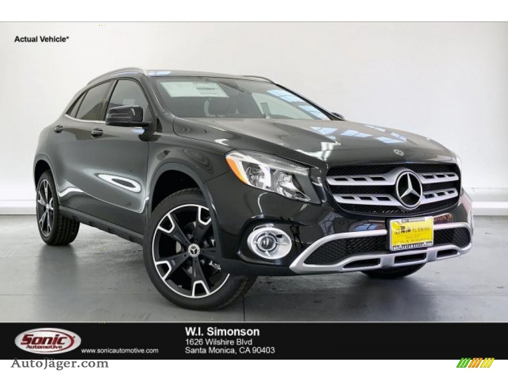 2020 GLA 250 - Night Black / Black photo #1