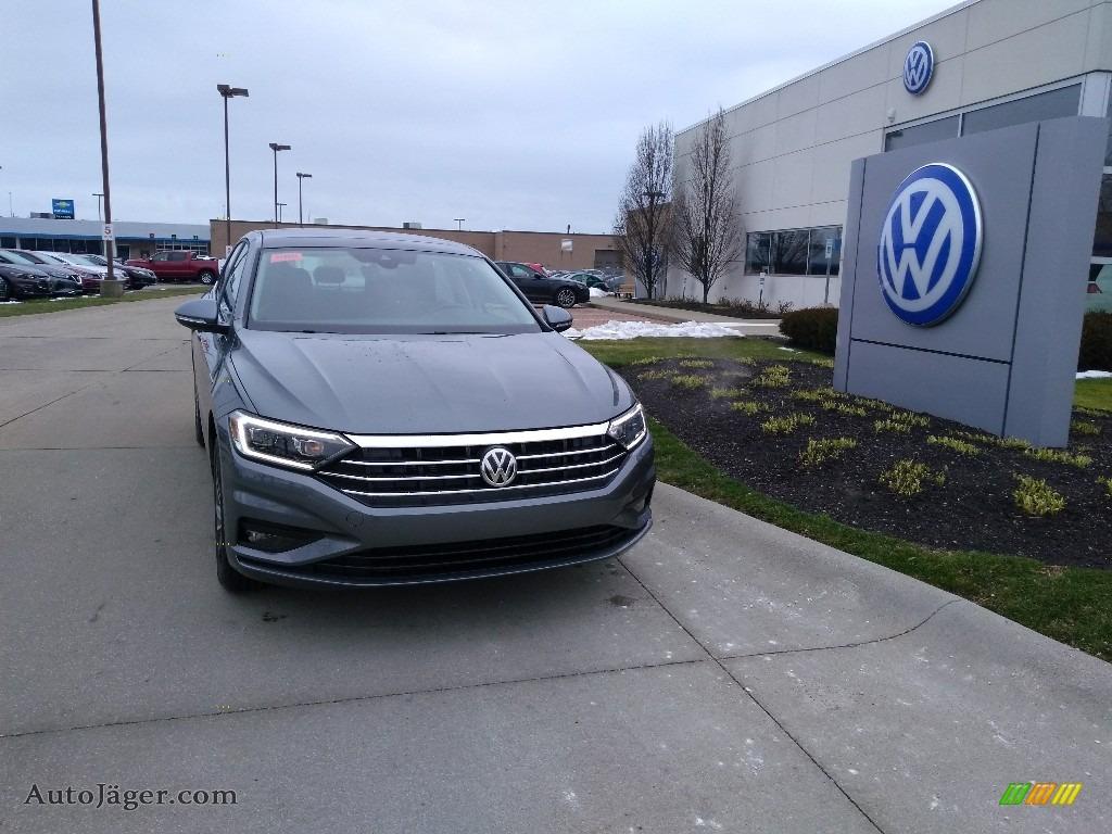 Platinum Gray Metallic / Titan Black Volkswagen Jetta SEL Premium