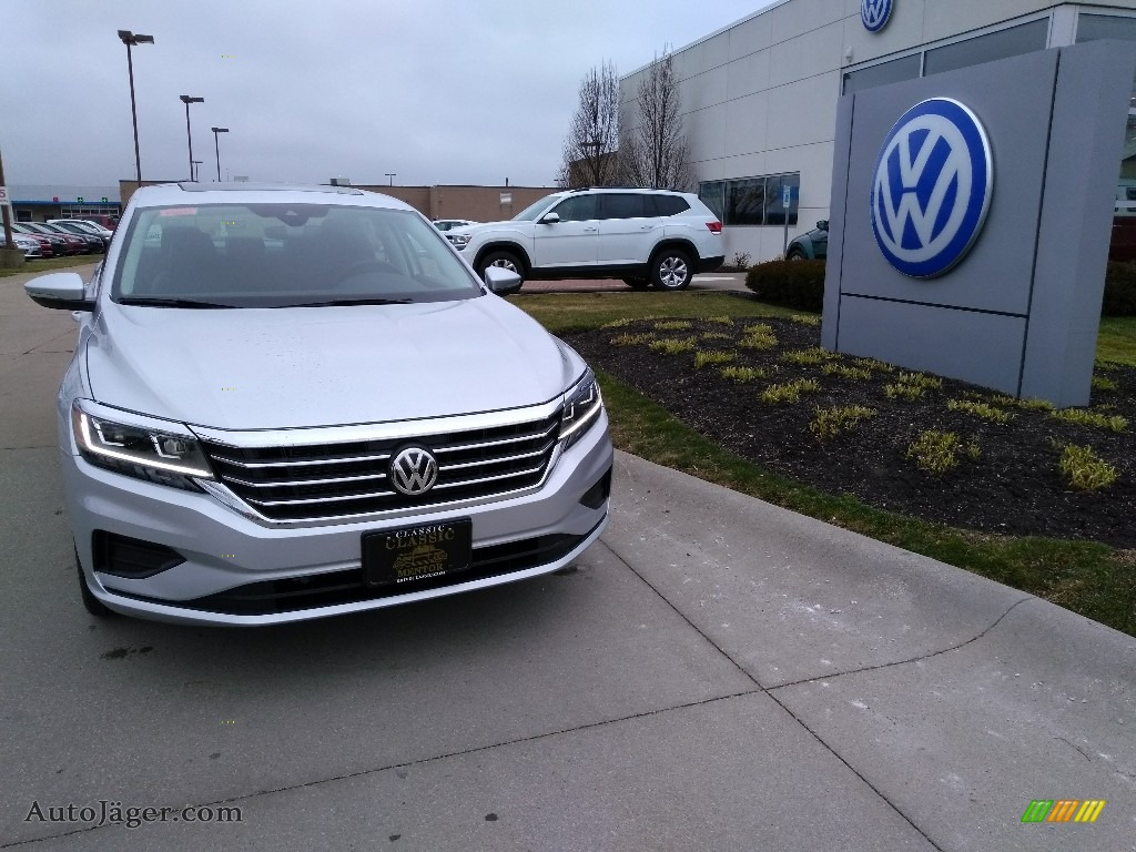 2020 Passat SE - Reflex Silver Metallic / Titan Black photo #1