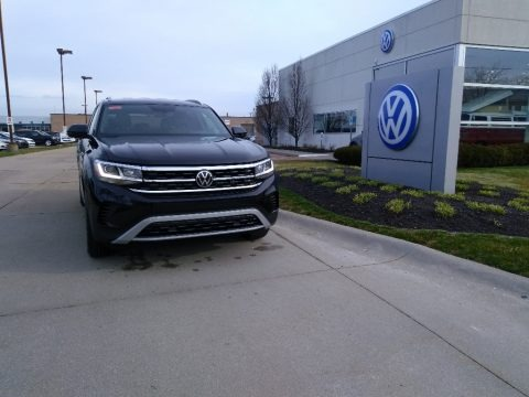 Deep Black Pearl 2020 Volkswagen Atlas Cross Sport SE 4Motion