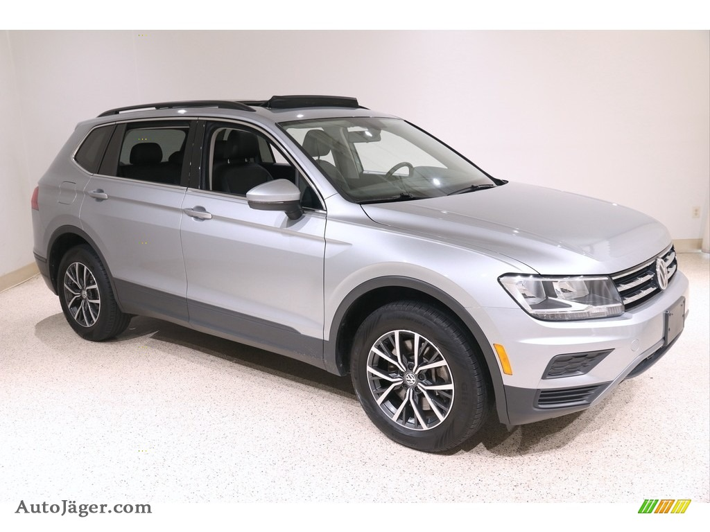 2019 Tiguan SE 4MOTION - Pyrite Silver Metallic / Titan Black photo #1