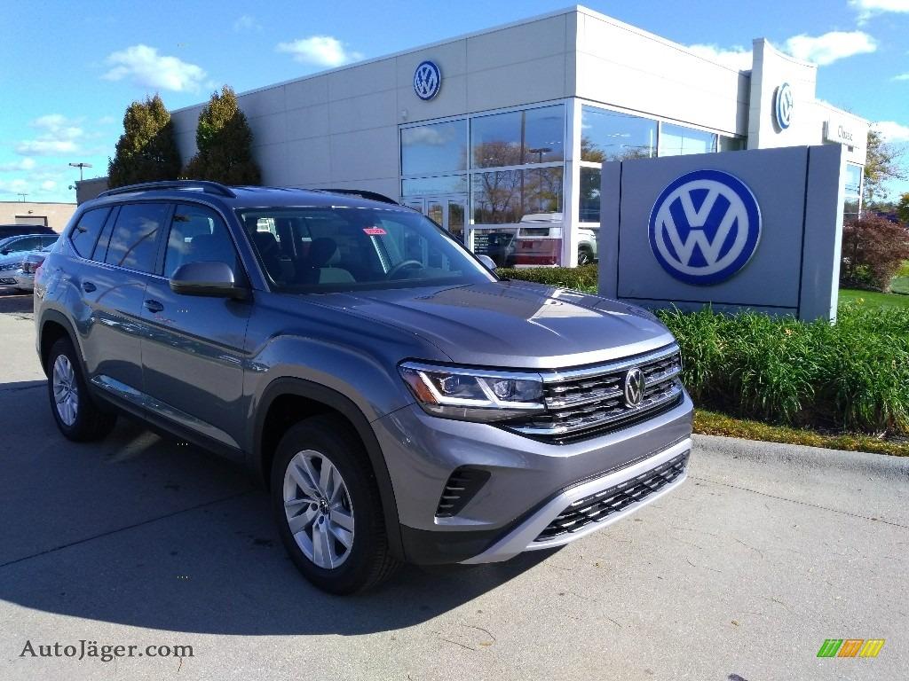 Platinum Gray Metallic / Titan Black Volkswagen Atlas S 4Motion