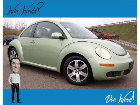 Gecko Green Metallic 2006 Volkswagen New Beetle 2.5 Coupe