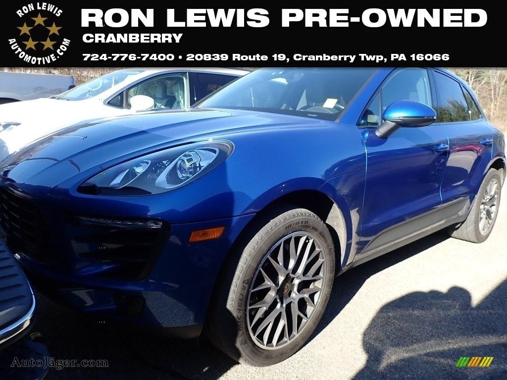 Sapphire Blue Metallic / Black Porsche Macan S