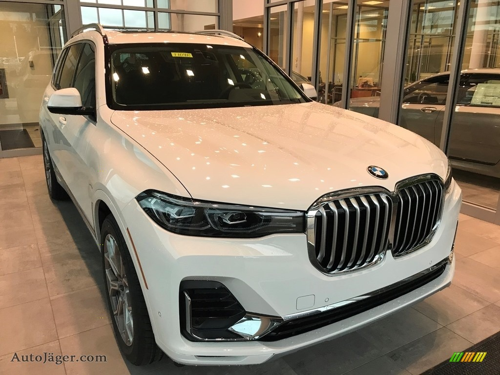 Alpine White / Black BMW X7 xDrive40i