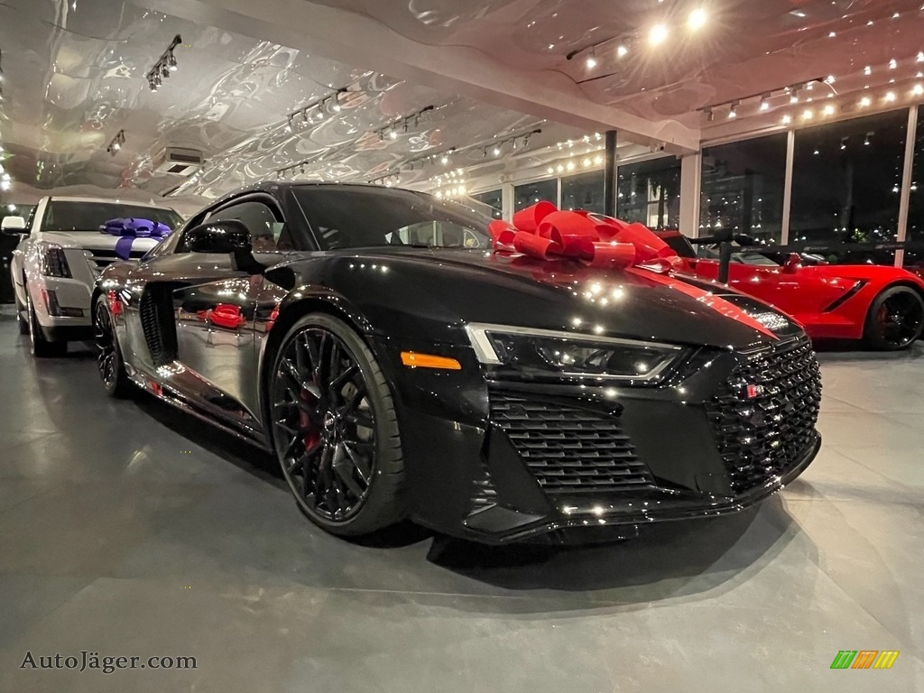 Mythos Black Metallic / Black Audi R8 V10