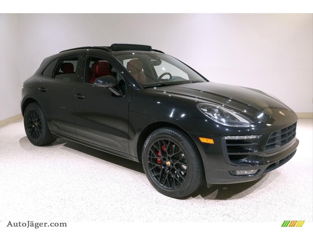 Black / Black/Garnet Red Porsche Macan GTS