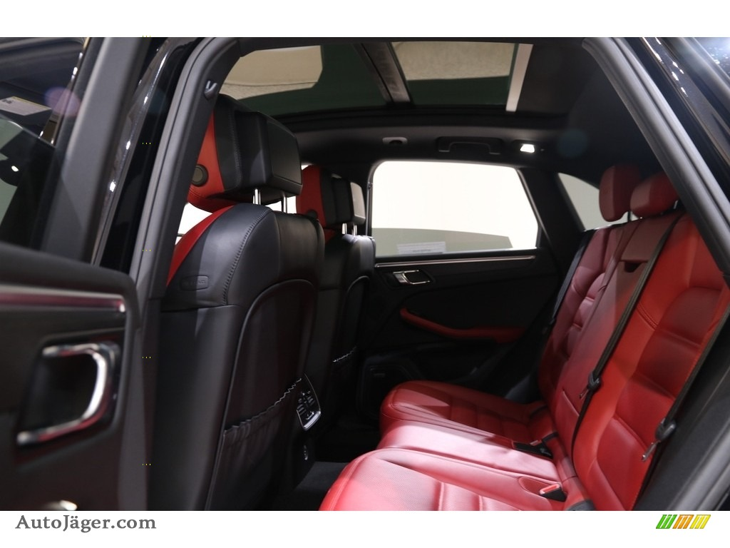 2018 Macan GTS - Black / Black/Garnet Red photo #39