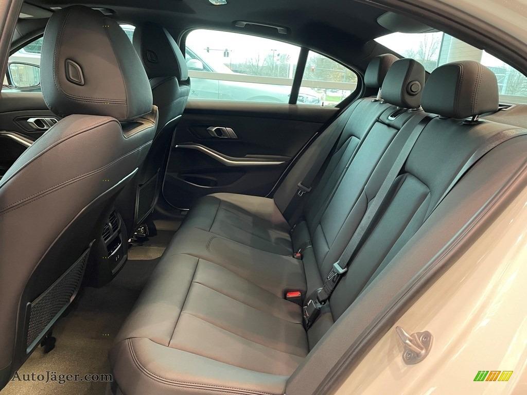 2021 3 Series 330i xDrive Sedan - Alpine White / Black photo #4