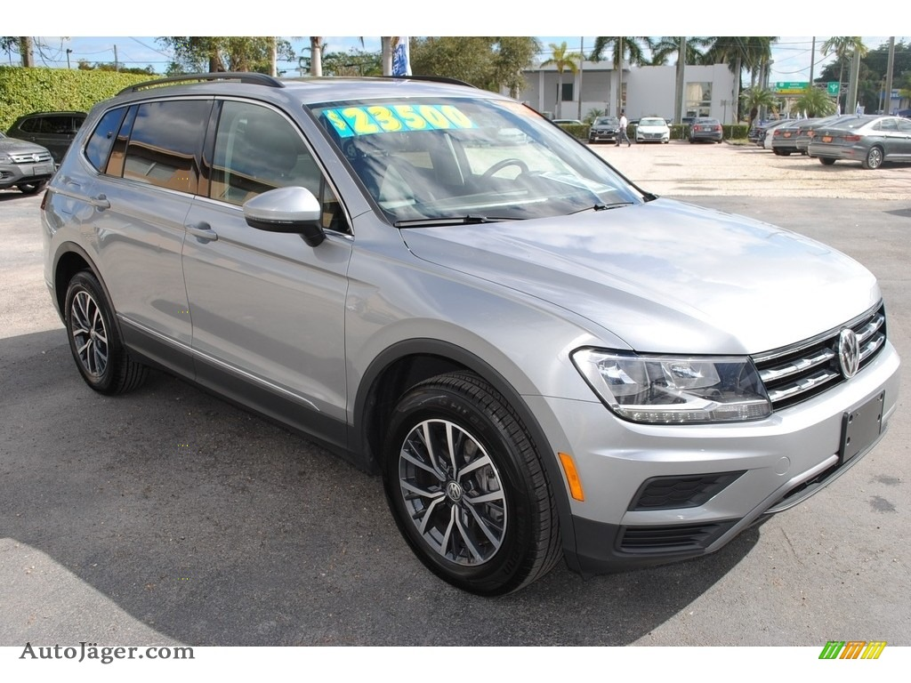 2020 Tiguan SE - Pyrite Silver Metallic / Titan Black photo #2