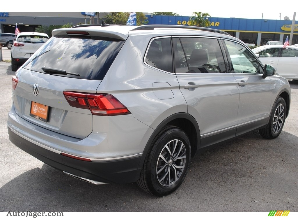 2020 Tiguan SE - Pyrite Silver Metallic / Titan Black photo #9
