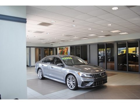 Platinum Gray Metallic 2018 Volkswagen Passat R-Line