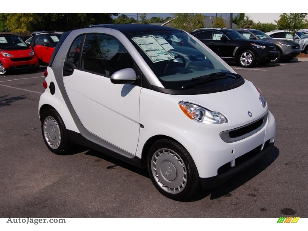 2009 smart fortwo pure coupe in crystal white 298308. Black Bedroom Furniture Sets. Home Design Ideas