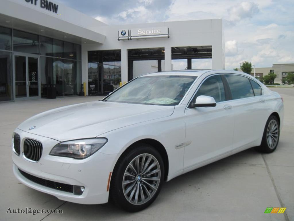 Mineral White Metallic Oyster Black BMW 7 Series 740Li Sedan