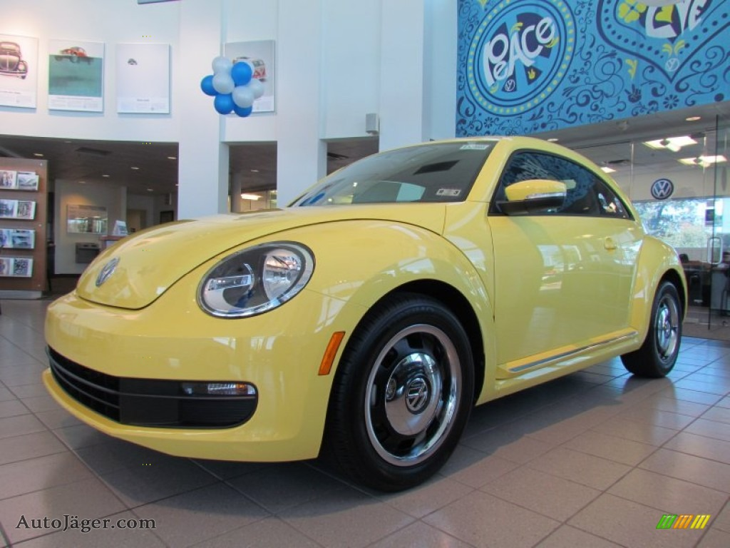 2012 volkswagen beetle 2 5l in saturn yellow 613015 auto j ger german cars for sale in the us. Black Bedroom Furniture Sets. Home Design Ideas