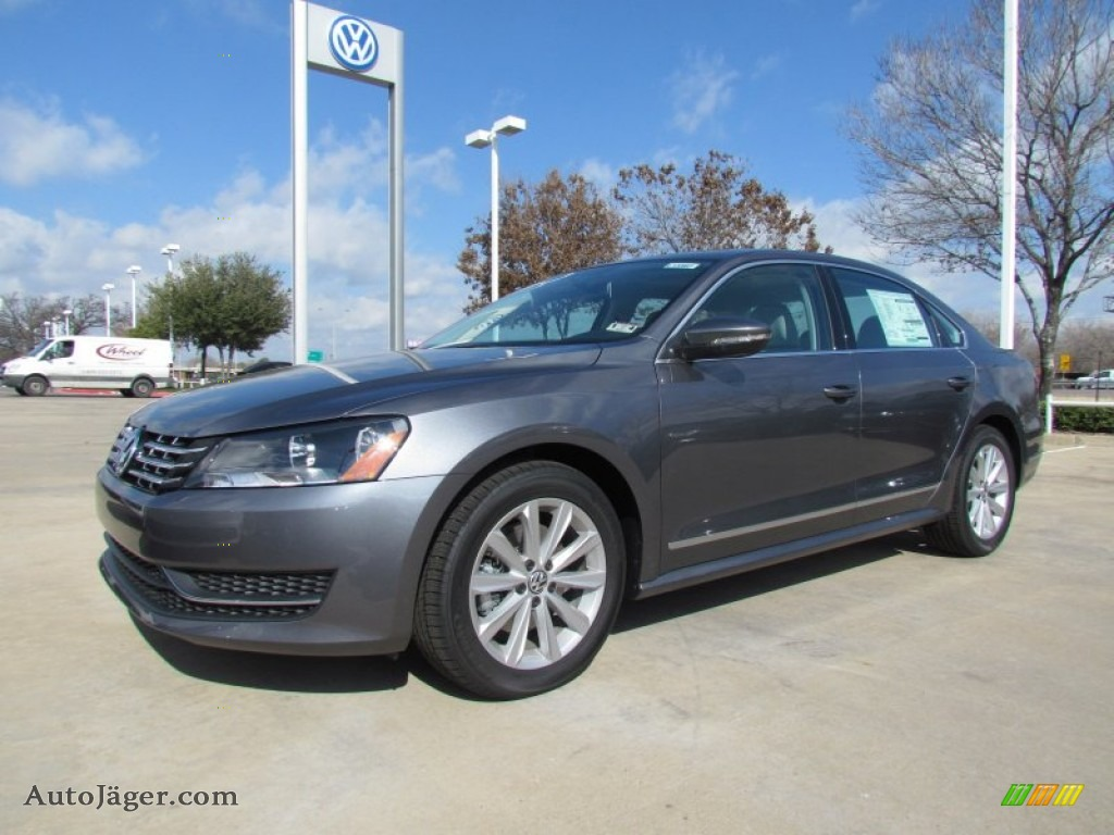 2012 Volkswagen Passat 2.5L SEL in Platinum Gray Metallic - 037121 | Auto Jäger - German Cars ...