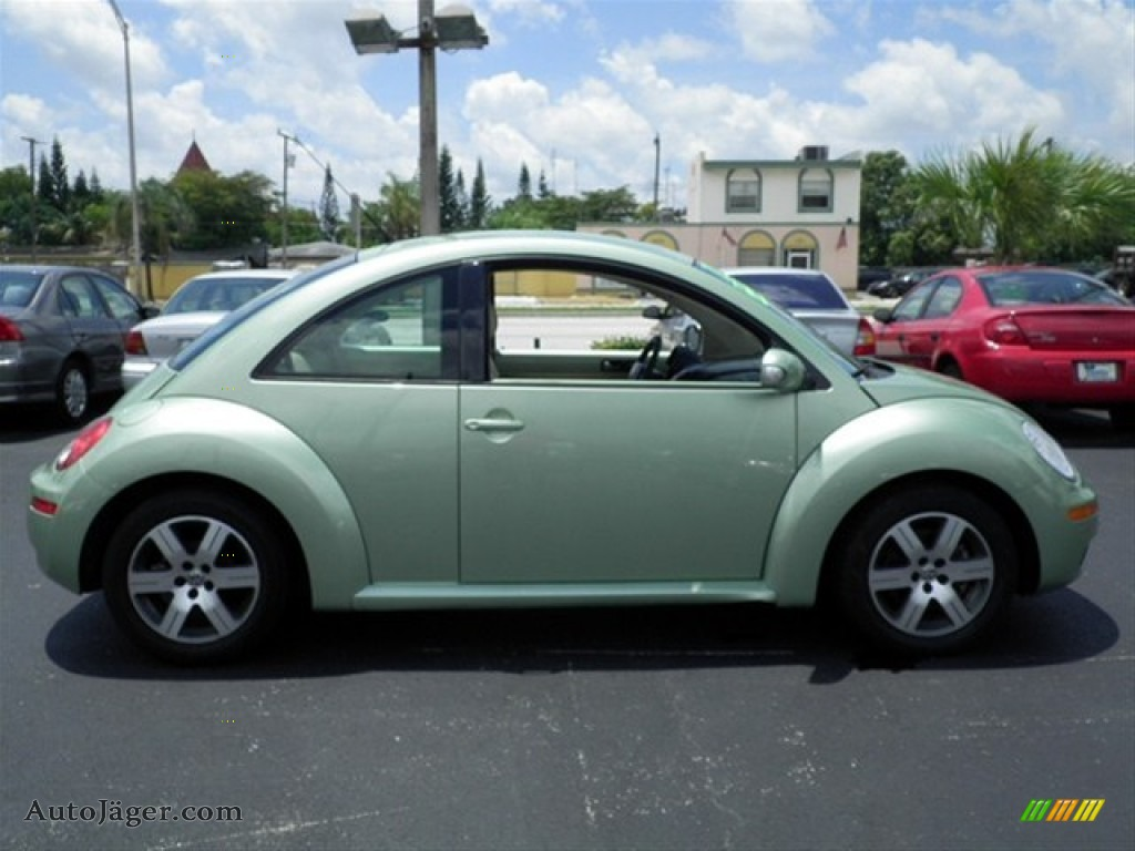 2006 Volkswagen New Beetle 2.5 Coupe in Gecko Green Metallic photo #12 ...
