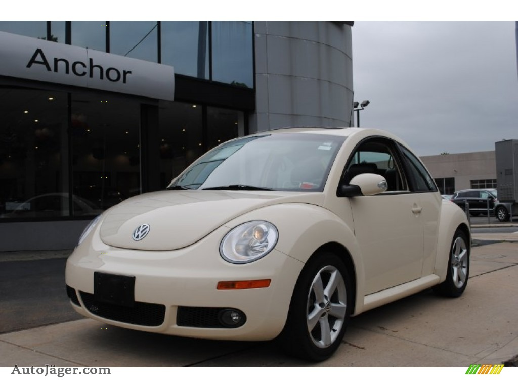 2006 Volkswagen New Beetle 2.5 Coupe in Harvest Moon Beige - 421651 ...
