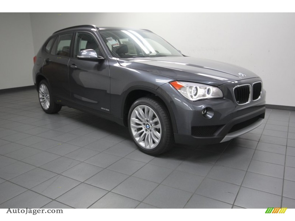 Mineral Grey Metallic Black BMW X1 SDrive28i