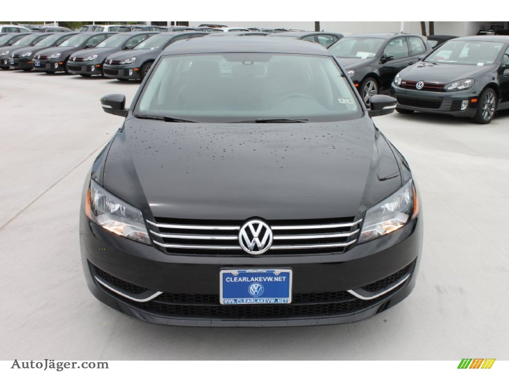 2013 volkswagen passat 2 5l wolfsburg edition in black. Black Bedroom Furniture Sets. Home Design Ideas