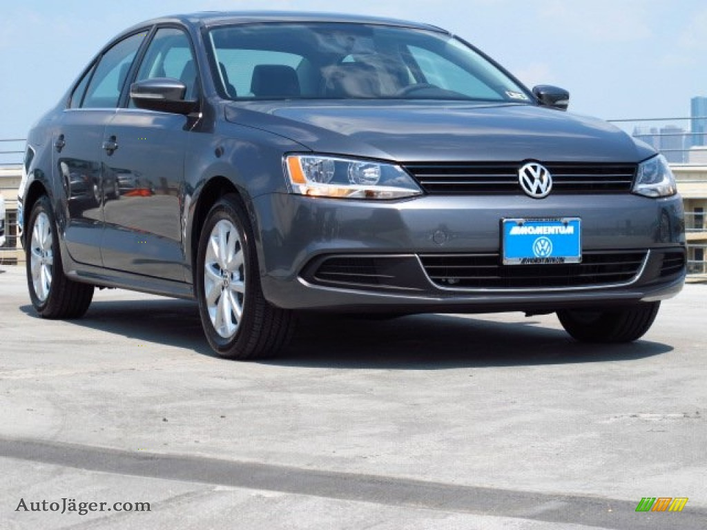 2014 volkswagen jetta se sedan in platinum gray metallic 363542 auto j ger german cars for. Black Bedroom Furniture Sets. Home Design Ideas