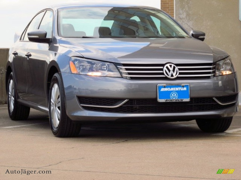 2014 volkswagen passat 2 5l s in platinum gray metallic. Black Bedroom Furniture Sets. Home Design Ideas